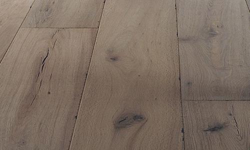 Monocoat beschermt en kleurt je houten vloer in een laag